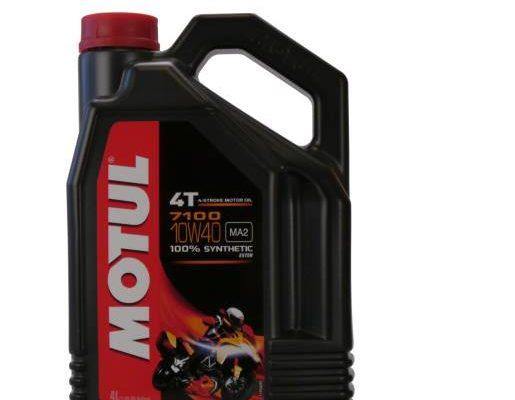 Motul 7100 4T 10w40 su motociklu ant etiketės 😉