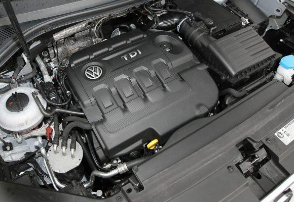 Volkswagen pirmo užpylimo alyva